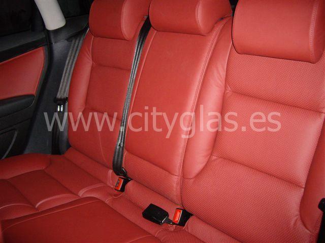 Tapizado asientos traseros coche piel